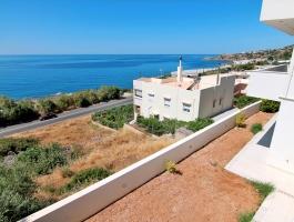 Просторная квартира с видом на береговую линию и море