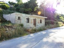 Маленький коттедж с видом на горы Крита